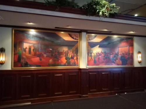 Schilderijen in de zaal
